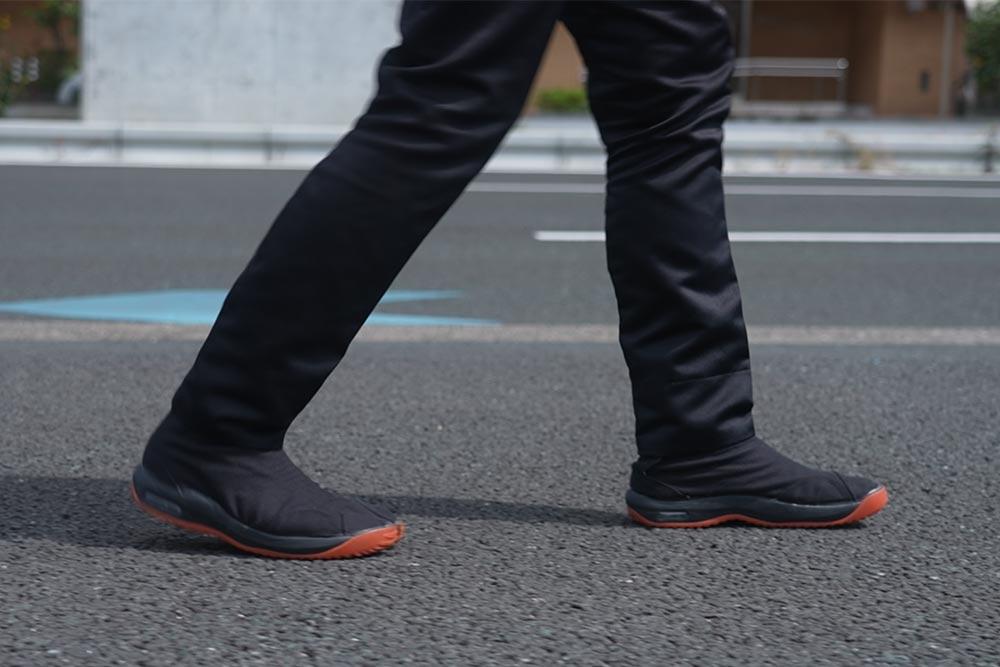 地下足袋を履いて長時間歩くと足がむくむ