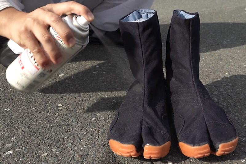 地下足袋に防水スプレー